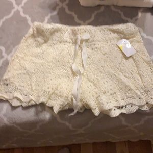 Cream Lace Lined Shorts size 3/5 BNWT